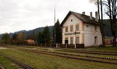 Pohronska Polhora, zeleznicna stanica Cabin, House Styles, Home Decor, Decoration Home, Room Decor, Cottage, Interior Decorating, Cottages