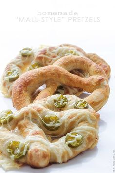 """Homemade """"Mall-Style"""" Pretzels @FoodBlogs"""