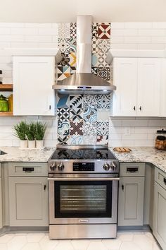 Did you catch our tiles on last week's episode of Flip or Flop Atlanta? The Random Patchwork was used on the backsplash and Solid White Hex on the kitchen floor. Check out tonight's episode at 9 PM EST on Kitchen Fan, Kitchen Room Design, Kitchen Interior, Kitchen Decor, Kitchen Extractor Fan, Patchwork Kitchen, Patchwork Tiles, Hgtv Kitchens, Kitchen Flooring