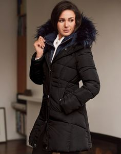 Stay updated with the latest trend in jackets from the Michelle Keegan collection, in this double collar faux fur and puffer style jacket. For an effortless look style it with jeans and ankle boots. Please note sizes come up a size smaller, we would recommend for this style you order the size up.