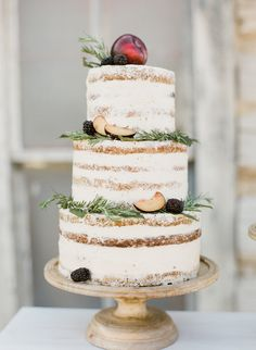 Rustic wedding cake by Megan Joy Cakes. Photo: Cara Leonard