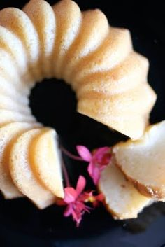 Une-deux senses: Coconut Mochi Cake - sounds interesting and delish!