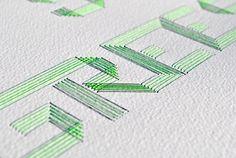 gestickte Typo auf Papier