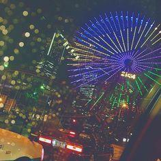 Instagram【mai.10.21】さんの写真をピンしています。 《雨の日の横浜もいいもんだ. タクシーの中ならね.🚕💓 #yokohama#横浜#みなとみらい#雨#rainyday #観覧車#rainy #夜景#cab#instagood#phot#l4l》