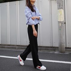 Plain pants and Sneakers