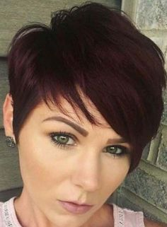 17 Stylish Short Hairstyles with Bangs in Short haircuts with bangs A short haircut will never go out of style. It does not require long and complex care and perfectly rejuvenates the face. Short Haircuts With Bangs, Pixie Cut With Bangs, Longer Pixie Haircut, Short Hairstyles For Thick Hair, Great Haircuts, Pixie Hairstyles, Hairstyles With Bangs, Short Hair Cuts, Punk Pixie Haircut