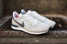 Nike Internationalist: Light Grey