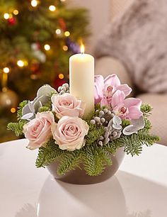 For a white and chic Christmas at home - HomeCNB Candle Arrangements, Christmas Flower Arrangements, Christmas Flowers, Pink Christmas, Floral Centerpieces, Floral Arrangements, Christmas Wreaths, Christmas Crafts, Advent Wreaths