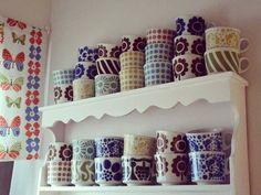 Pienen keittiönurkkaukseni kahvikuppihylly ♡  #kahvikuppi #retrokahvikuppi #kahvikupit #retrokupit #arabiafinland #brmalli #lumppula