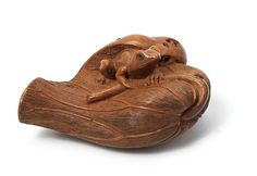 A wood netsuke of a toad By Shoto, late 19th century