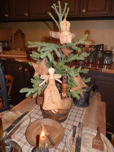 A Schneeman Folk Art Christmas. Primitive Christmas Decorating, Primitive Country Christmas, Prim Christmas, Christmas Kitchen, Primitive Crafts, Simple Christmas, Vintage Christmas, Christmas Holidays, Christmas Crafts