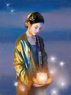 Kwan Yin es considerada por varios cultos como la primera mujer santa del mundo. Además se menciona que es la misma reencarnación de la virgen María