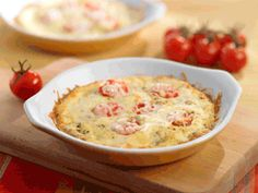 Mini Tomato Baked Frittatas - Live Right Now Daycare Meals, Kids Meals, Vegetarian Main Course, Brunch, Frittata Recipes, Heart Healthy Recipes, Cheddar, Breakfast Recipes, Healthy Living