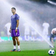 """Never give up! ""  Cristiano Ronaldo"