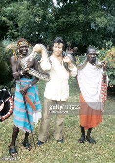 Nachrichtenfoto : Pierre Brice, einheimische Massai, am Rande der...