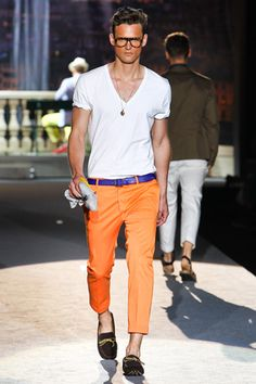 colored chinos - dsquared uccello its your orange pants ; Look Fashion, Spring Fashion, Mens Fashion, Milan Fashion, Daily Fashion, Estilo Cool, Orange Pants, Mein Style, Colored Pants