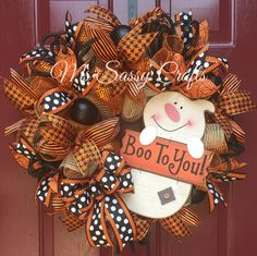 Halloween Burlap and Deco Mesh Ghost Wreath byb MsSassyCrafts on Etsy Holidays Halloween, Halloween Crafts, Halloween Decorations, Halloween Door, Wreath Crafts, Diy Wreath, Wreath Burlap, Wreath Ideas, Wreath Making