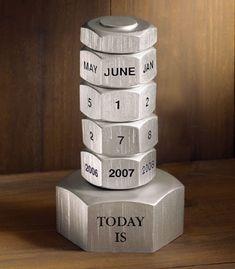 calendriers perpétuels : plusieurs idées : Sur une boite de conserve : Sur un cahier à spirale : En cartonnage, scrap : En acier : En bois : En