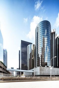 El #futurismo en #arquitectura se adueñó de este condominio de edificios en #LosAngeles, un paseo por allí y serás testigo de grandes y bellas construcciones. http://www.bestday.com.mx/Los-Angeles-area-California/Compras/