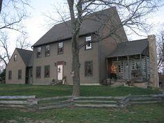 130 Stunning Farmhouse Exterior Design Ideas 93 – Home Design Colonial House Exteriors, Colonial Exterior, Colonial Style Homes, Exterior Design, Exterior Paint, Exterior Colors, Saltbox Houses, Old Houses, Barn Houses