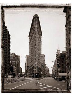 Temprano por la mañana el fotografo famoso capta el reconocido Flat Iron Building.