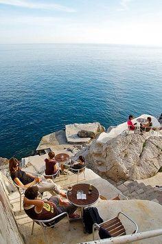 Cafe Bar Buza em Dubrovnik, Croácia.