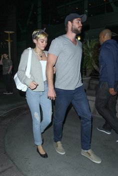 Miley Cyrus y Liam Hemsworth Liam Hemsworth And Miley, Miley And Liam, Hannah Montana, Celebrity Couples, Celebrity Style, Miley Cyrus Outfit, Hannah Miley, Disney Channel, Miley Cyrus Pictures