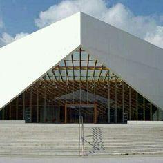 Centro Carlos Santamaria, na Universidade do.País Basco, em San Sebastian, Espanha. Projeto de JAAM. #arts #architecture #architecturelover #arquitetura #arte #decor #decoração #design #interiores #interior #wood #madeiraeconforto #madeira #projetocompartilhar #shareproject