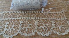 This Pin was discovered by Muh Crochet Borders, Filet Crochet, Knit Crochet, Needle Lace, Bobbin Lace, Diy And Crafts, Arts And Crafts, Teneriffe, Rugs
