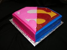 Little girl wanted a super girl party but wanted the boys to have superman.  Mom asked for this combo.  I added lots of glitter to make it extra girly for her - she was turning 4!  When she saw it, I heard her tell her mom that I must be magical!: