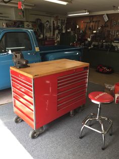 Garage Loft, Garage Tools, Garage Shop, Garage House, Garage Ideas, Dream Garage, Workshop Storage, Garage Workshop, Tool Storage