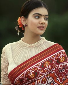 New Blouse Designs 2019 - Latest silk saree blouse designs Blouse Back Neck Designs, Pattu Saree Blouse Designs, Simple Blouse Designs, Stylish Blouse Design, Silk Saree Blouse Designs, Bridal Blouse Designs, Saree Blouse Patterns, Design Of Blouse, Pattern Blouses For Sarees