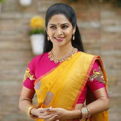 Blouse Designs High Neck, Kids Blouse Designs, Fancy Blouse Designs, Gold Designs, Kerala Saree Blouse Designs, New Saree Designs, Mirror Work Blouse Design, Stylish Blouse Design, Lehenga Saree Design