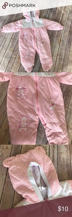 Vintage Baby Girl Winter Bunting Snow Suit This is in beautiful condition with no stains or tears. It's nice and thick for a cold winter. One Pieces Bodysuits