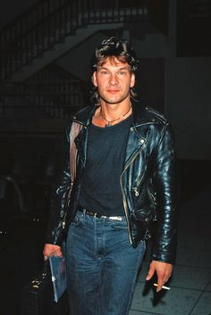 30 Photographs of a Young Patrick Swayze Rocking His Mullet Hairstyle in the and Dirty Dancing, Lisa Niemi, Celebrity Deaths, Celebrity Crush, Gorgeous Men, Beautiful People, Houston, Jamie Lee Curtis, Idole
