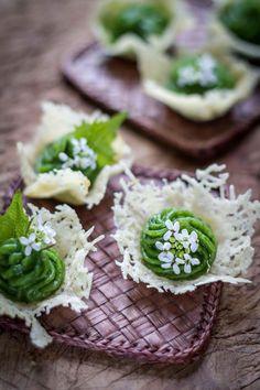 Cestini di Parmigiano Reggiano, ortiche e alliaria  Recipe here: https://it-it.facebook.com/parmigianoreggiano/photos/a.439897527564.225877.236561572564/10152164928932565/