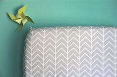 fitted crib sheet in gray chevron (exclusive to iviebaby)