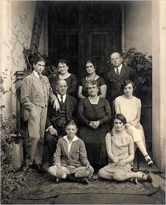 Frida Kahlo (l) at about age 19 with her family (c. 1927)