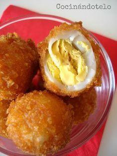 Cocinándotelo: HUEVOS CRUJIENTES DE CODORNIZ NGREDIENTES: 12 huevos de codorniz 1 cucharada de harina 1/2 cucharadita de pimentón La Chinata dulce 1/2 cucharadita de pimentón La Chinata picante Cereales sin azúcar tipo CornFlakes 1 huevo Aceite y sal