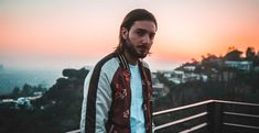 Alesso has been cast in Netflix América Latina's Black Mirror promotional video series set to debut today. Calvin Harris, Lollapalooza, Dance Music, Dance Pop, Alesso Dj, Edm, Dirty South, Andrew Taggart, Artists