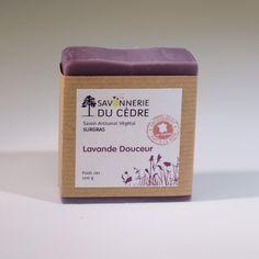 Savon Surgras peaux sensibles au beurre de Karité biologique (35%) et à l'huile d'olive bio. Parfumé à l'huile essentielle de lavandin bio.
