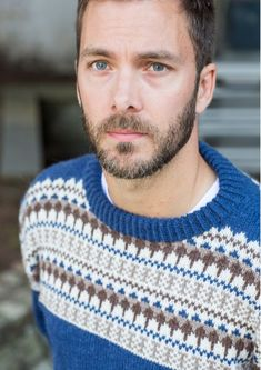The Oskar Sweater is the perfect men's Winter pattern and Christmas gift. Find this fair isle pattern and more knitting inspiration at LoveKnitting. Sweater Knitting Patterns, Knitting Designs, Knit Patterns, Knitting Books, Knitting Yarn, Fair Isle Pattern, Lang Yarns, Cascade Yarn, Paintbox Yarn
