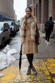 Street Style Fall 2013 - New York Fashion Week Street Style New York Fashion Week Street Style, Autumn Street Style, Street Chic, Fur Fashion, Winter Fashion, Style Fashion, Dressed To The Nines, Fashion Project, Fashion Articles