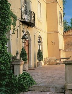 Beautiful French Chateau...love this yellow!