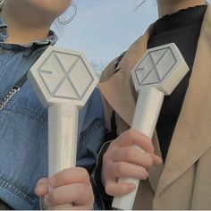 Lightstick Exo, Kpop Exo, Best Photo Poses, Girl Photo Poses, Kyungsoo, Chanyeol, Exo Merch, Kpop Aesthetic, Instagram