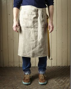 This short workman's apron is part of tailor Patrick Thomson's WorkShop collection; a range of work overalls for the professional baker, gardener, cook or artist, and for those of us who just like to dress the part. Made from artist linen, the apron features long straps, two handy front pockets and a side loop for tools.
