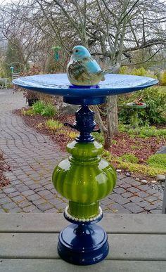 Glass Garden Flowers, Glass Garden Art, Glass Art, Recycled Yard Art, Glass Bird Bath, Bird Bath Garden, Garden Totems, Garden Deco, Outdoor Art