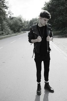 Dr. Martens // skinny jeans // black // shaved hair // leather jacket // mens fashion // autumn // spring // lookbook // SS15
