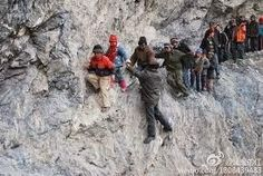 10 Most Incredible,Unusual and Dangerous Journeys To School In the World: A 125 mile journey to a boarding school through the mountains, Pili, China Schools Around The World, Around The Worlds, From Dusk Till Down, Walk To School, School Kids, Dangerous Roads, Voyager Loin, Montana, Mount Rushmore
