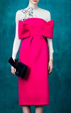 Delpozo Pre-Fall 2017 Fashion Show Collection: See the complete Delpozo Pre-Fall 2017 collection. Look 23 Pink Fashion, Fashion 2017, Runway Fashion, Couture Fashion, Fashion Brands, Style Fashion, Dress With Bow, Dress Up, Fancy Dress